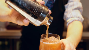 How to choose a professional bartender for your event