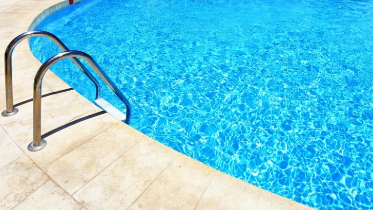 How to select the right swimming pool chemicals