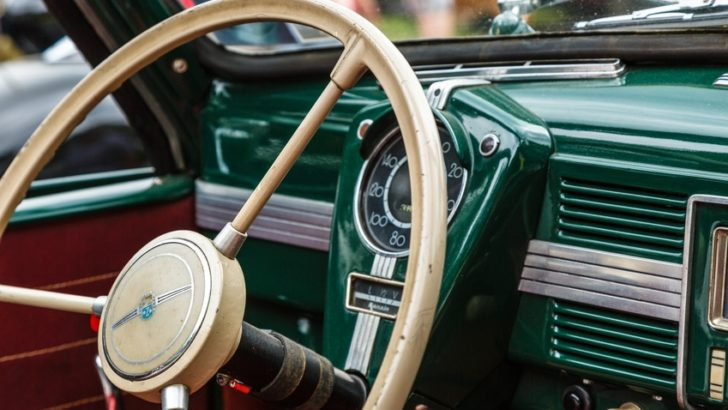 Making your loved classic car functional again – choosing the right restoration services